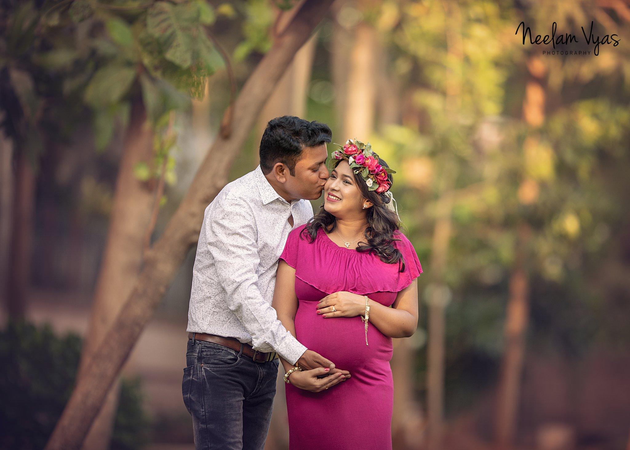 , Maternity Photo Shoot In Mumbai by Neelam Vyas Photography